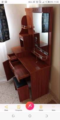 Dressing table-strong