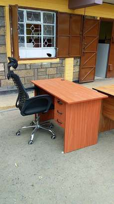 Office desks and head rest chair image 3