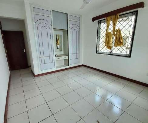 3 bedroom apartment for rent in kizingo. .AR25-Kizingo image 1