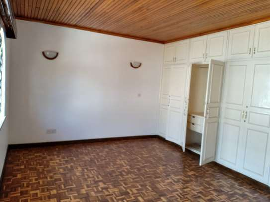 4 bedroom house for rent in Brookside image 5