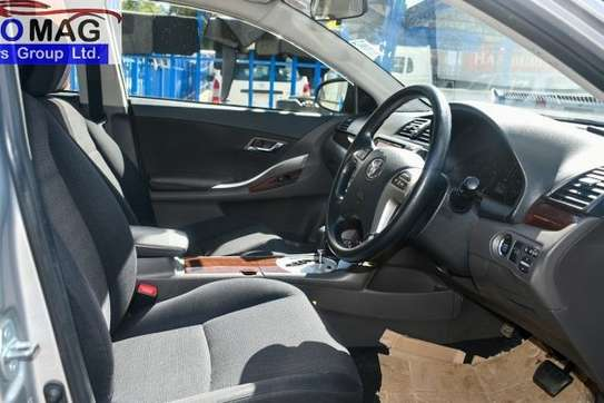 Toyota Allion image 10