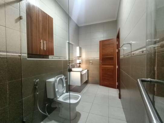 4 bedroom apartment for rent in Parklands image 11