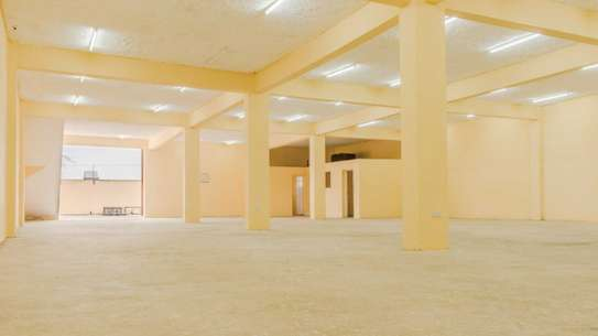 WAREHOUSE TO LEASE/FOR SALE NEAR THE AIRPORT