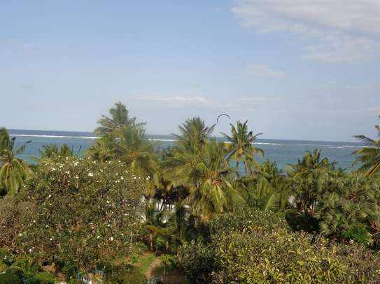 4br beach villa house with 2br guest wing for rent in Nyali. Hr15 - 1229 image 10