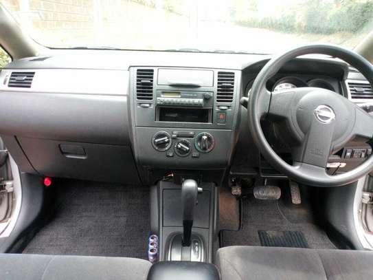 Nissan Tiida Latio image 7