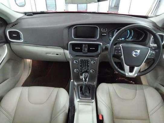 Volvo V40 image 2