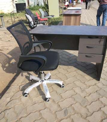 An office table plus high class mesh black home/office chair image 1