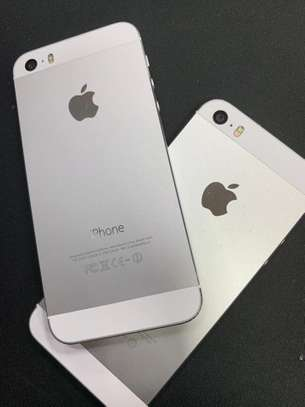 Phone 5s 16GB Factory Unlocked image 1
