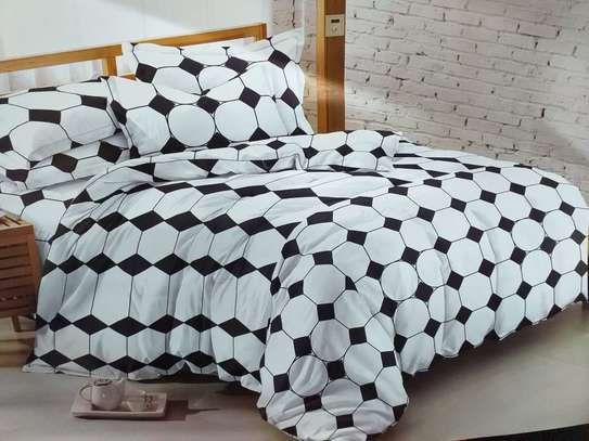 6* 6 COTTON BINDED DUVETS WITH 1 BEDSHEET AND 2 PILLOW CASES image 2