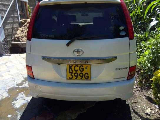 Toyota ISIS image 3
