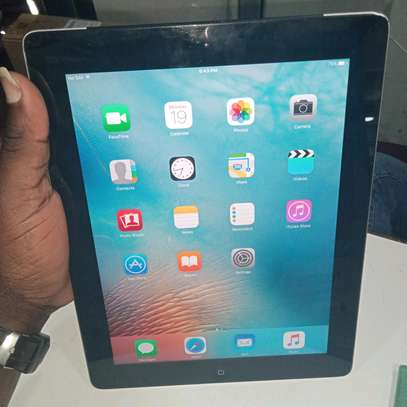 ipad Air 2 32gb, cellular with a complete charger(in shop) image 2