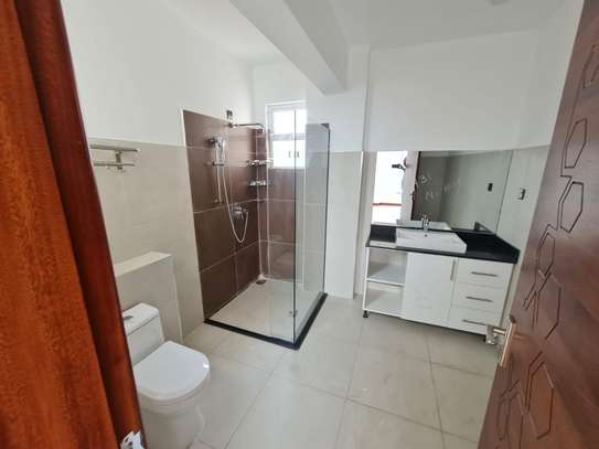 5 bedroom apartment for rent in General Mathenge image 15
