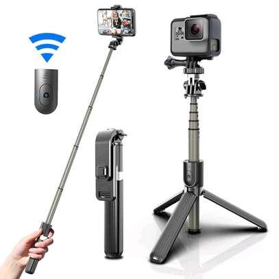 L03 tripod selfie stick image 1