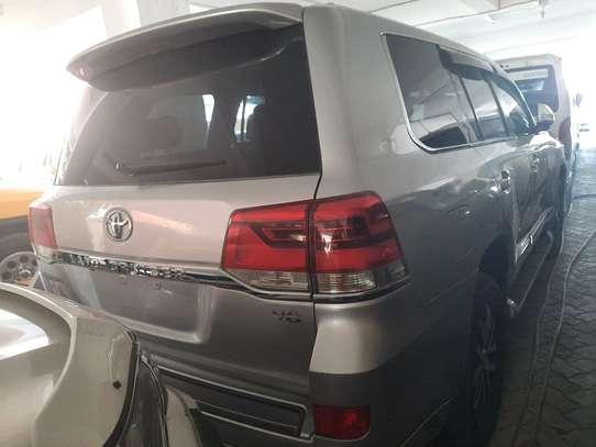 Toyota Land Cruiser Sahara image 6