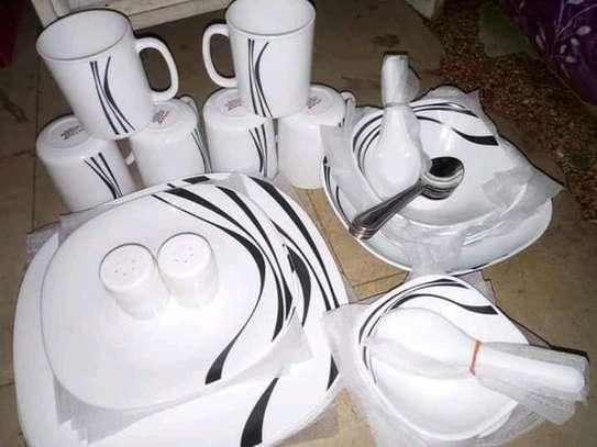 White and black quadra dinner set image 1