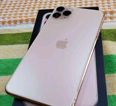 Apple Iphone 11 Pro Max Gold 512 gb Under International Warranty image 3