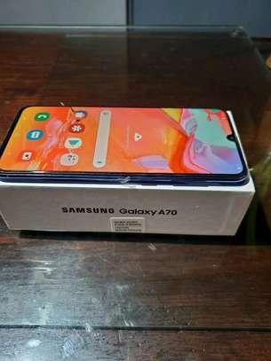 Samsung Galaxy A70 [ 128 Gigabytes ] With Charging Pad image 2