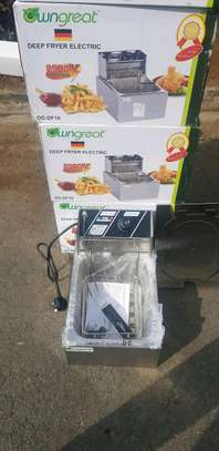 6 litres electric deep fryer. image 1