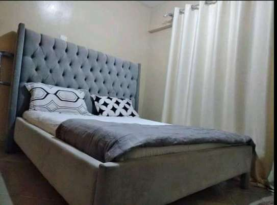Deep buttoned bed image 1