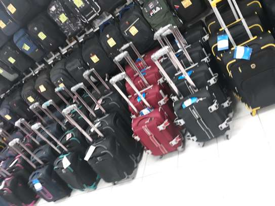 Suitcases and laptops bags for travelling with affordable price