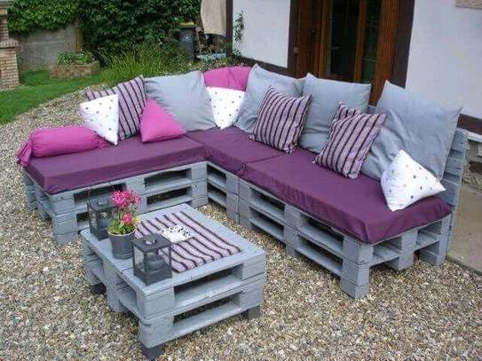 Beautiful Versatile Quality 6 Seater Pallet Sof + Table image 1