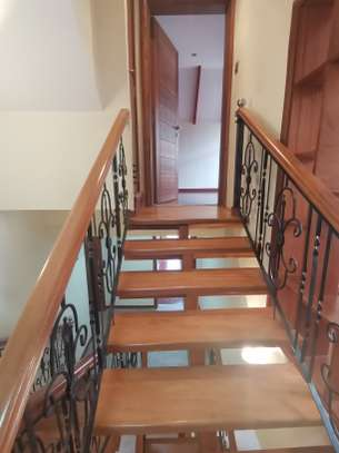 Magnificent 5 bedroom townhouse all ensuite with dsq for rent lavington area image 1