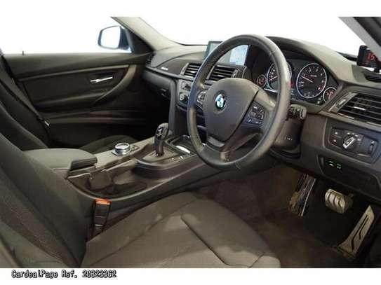 BMW 3 Series image 6