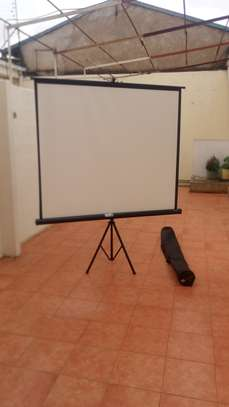 Tripod screen for  hire