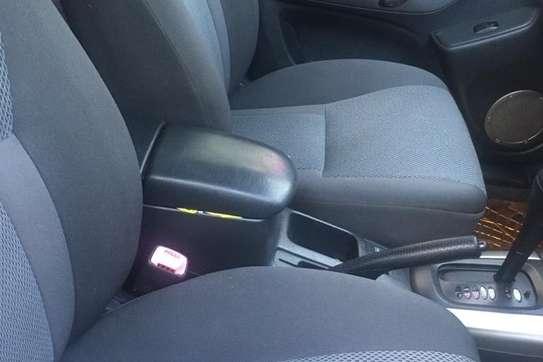 Toyota RAV4 2WD image 1