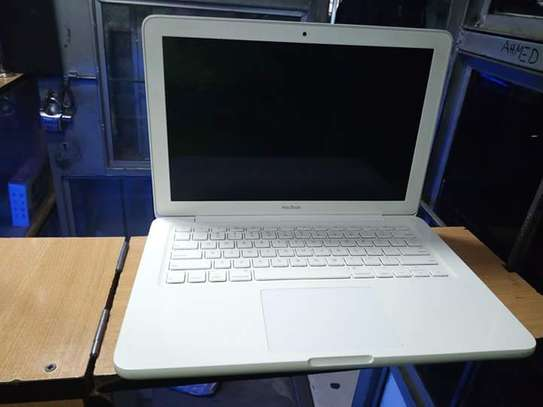 MacBook a1342 image 2
