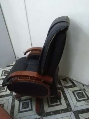 EXECUTIVE OFFICE CHAIR - RECLINER image 2