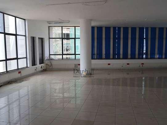 1225 ft² office for rent in Parklands image 3