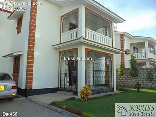4 br house for rent in Nyali inside a gated community image 1