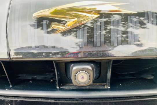 Toyota Harrier image 1