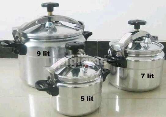 Non explosive pressure cookers image 2