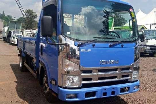 Isuzu ELF Truck image 2