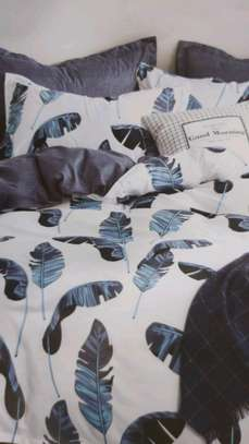 Binded duvet with 1 bedsheet n 2 pillowcases 6*6 image 2
