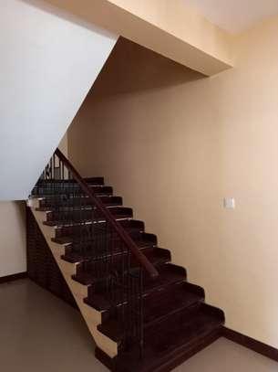 5 bedroom townhouse for rent in kizingo image 4