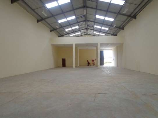 8200 ft² warehouse for rent in Juja image 10