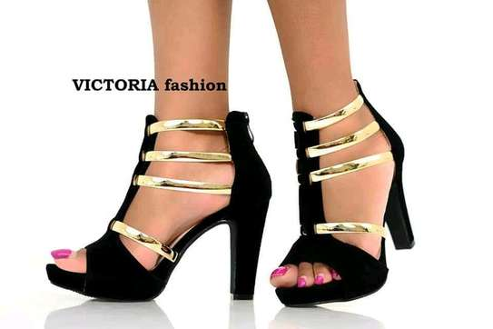 high heel shoes image 2