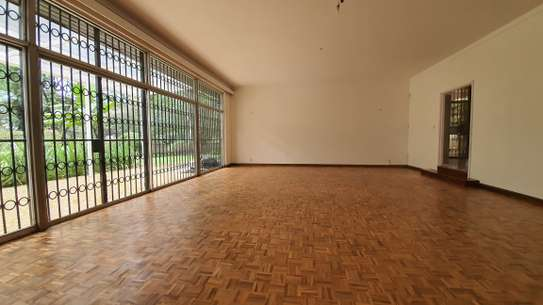 5 bedroom house for rent in Nyari image 3