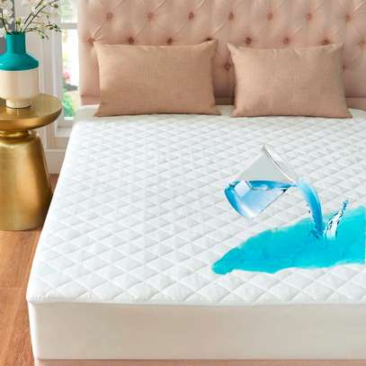Generic Water proof matress protector Size 6 by 6-White image 1