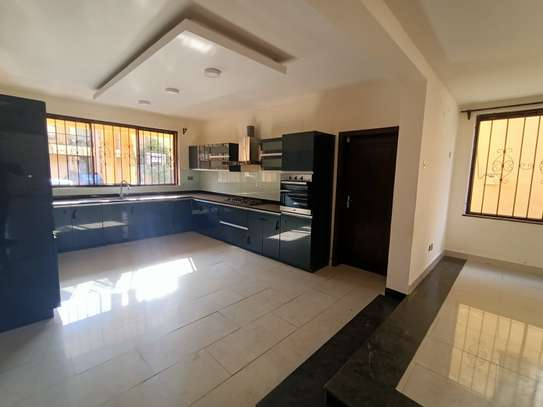 5 bedroom house for rent in Brookside image 5