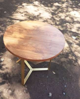 Affordable table image 1