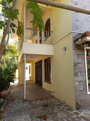 5 bedroom townhouse for rent in kizingo image 3