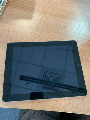 iPad 3 64GB Wifi + 4G (Plus Leather Magnetic Lock Case) image 2