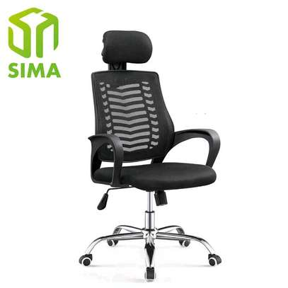 Adjustable office chair in black with breathable material to prevent sweating image 1