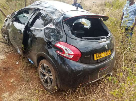 PEUGEOT 208 (salvage car)