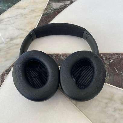 Bose QuietComfort 35 II Noise Cancelling Smart Wireless Headphones image 5