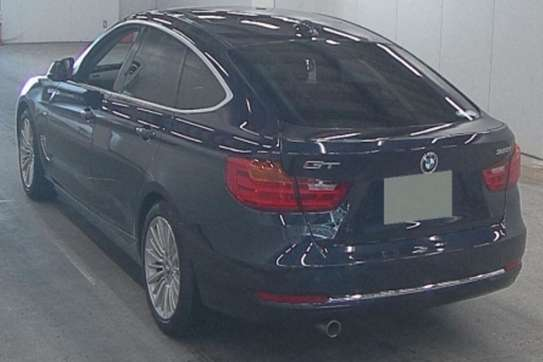 BMW 320i image 1
